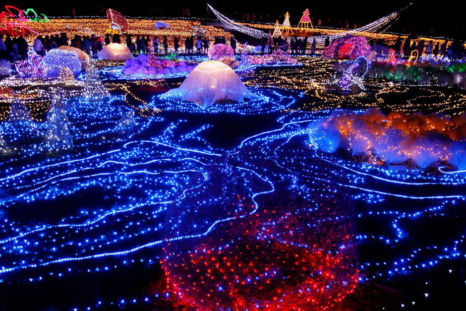 Some of the best places around the world to visit this for Best places to visit during christmas