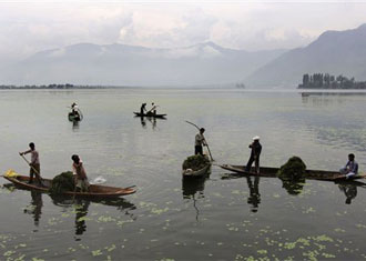 Saving Dal: India's most beautiful lake is being overtaken by weeds.